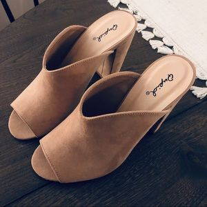 Nude/taupe Qupid heels. Size 7
